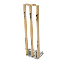 Junior Spring Back Cricket Stumps  medium