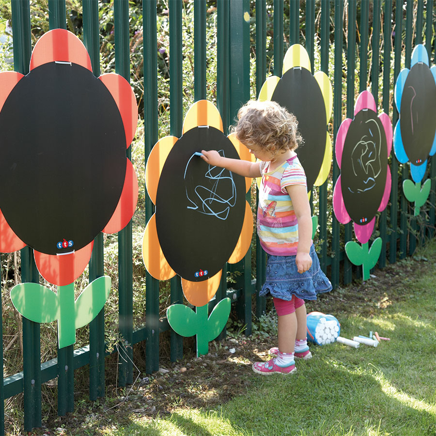 Outdoor Mark Making Chalkboard Daisies 5pk