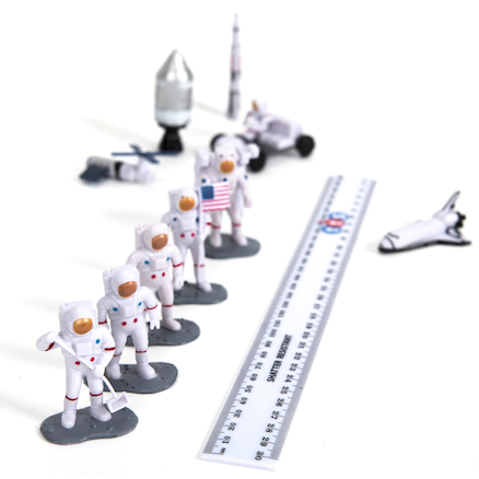 Small World Space Characters 11pcs  large